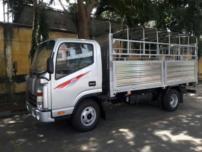 Xe tải JAC 1,99 tấn cabin vuông, với động cơ Isuzu siêu tiết kiệm