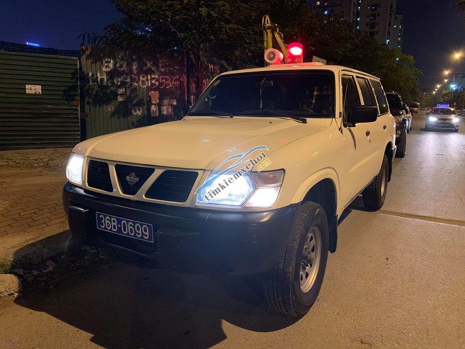 Cần bán xe Nissan Patrol đời 1998, màu trắng, nhập khẩu nguyên chiếc, giá 69tr