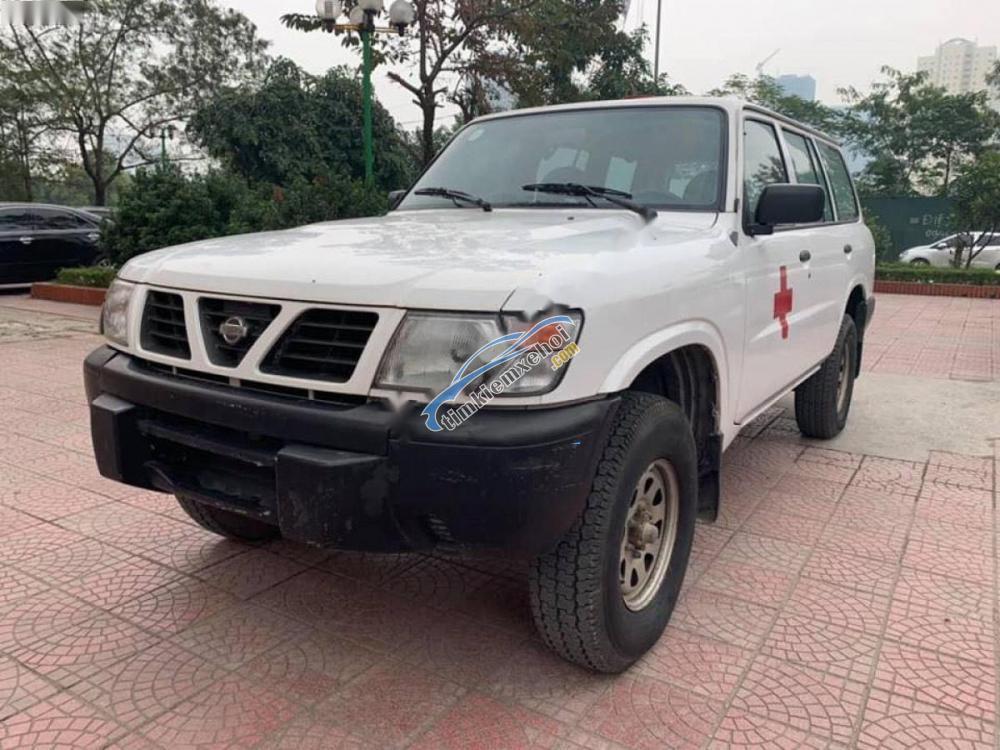 Bán xe Nissan Patrol 4x2 MT năm sản xuất 1992, màu trắng, xe nhập