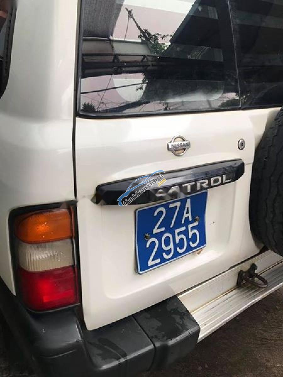 Bán xe Nissan Patrol sx 1998, xe 6 chỗ ngồi, màu trắng