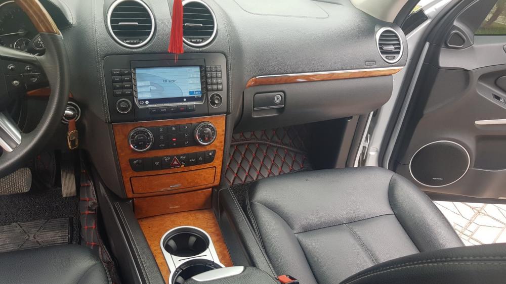 Cần bán xe Mercedes 320 CDi đời 2013, màu bạc, xe nhập, 890tr