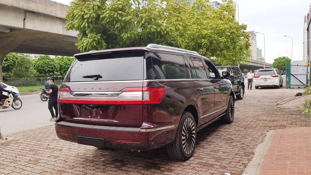 Bán Lincoln Navigator Black Label màu nâu đỏ, sản xuất 2019, nhập Mỹ. Xe giao ngay