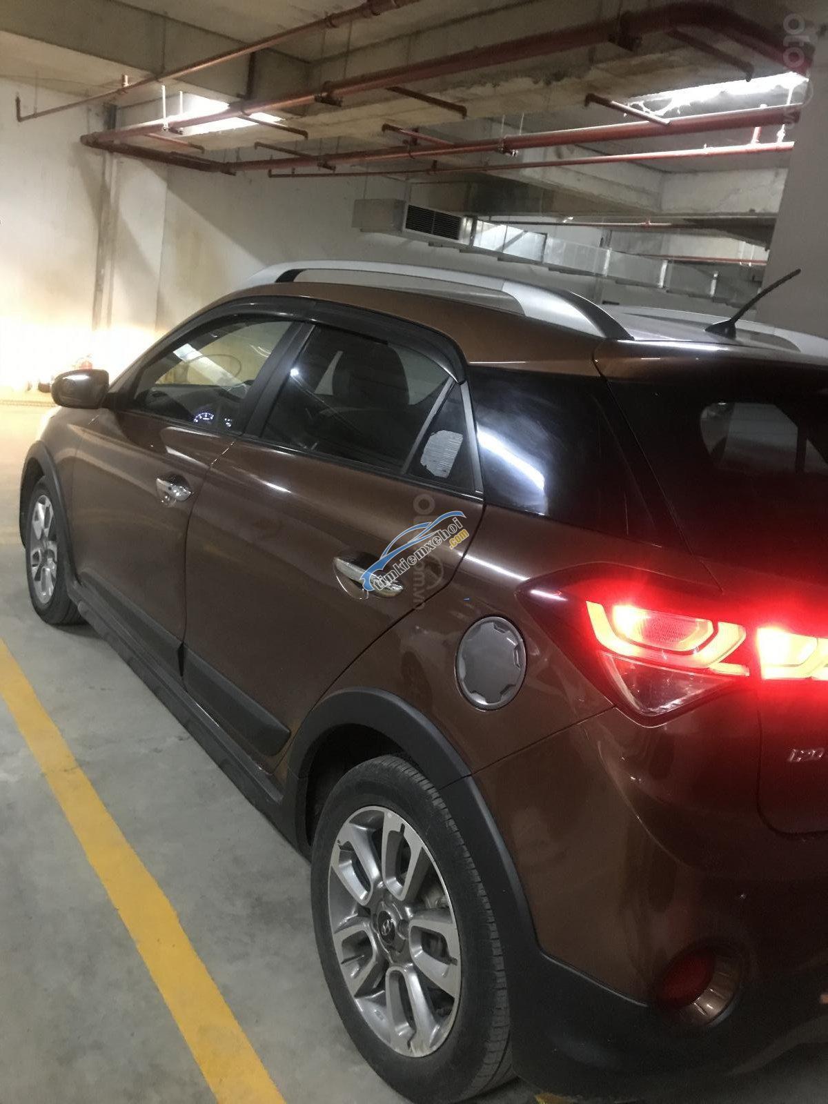 Cần band xe Hyundai i20 Active 2015 màu nâu, xe nhập