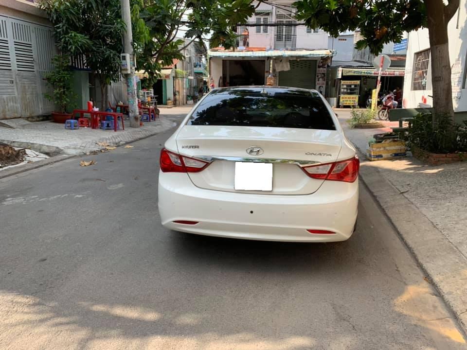 Gia đình cần bán Sonata 2012, số tự động, màu trắng