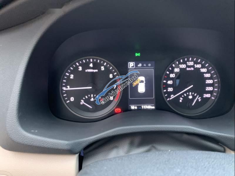 Gia đình bán xe Hyundai Tucson năm 2018, màu nâu, xe nhập