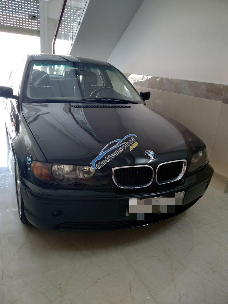 Bán BMW 318i sản xuất 2013, màu đen, ít sử dụng