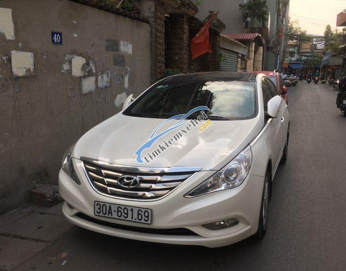 Cần bán lại xe Hyundai Sonata đời 2010, xe đi 80.000km