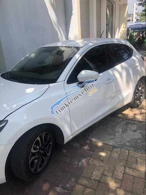 Cần bán xe Mazda 2 sản xuất 2016, màu trắng, Đk 2016