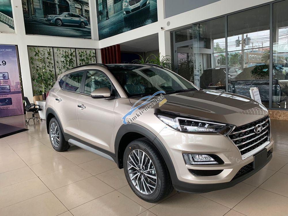 Cần bán Hyundai Tucson 2.0 AT năm sản xuất 2019