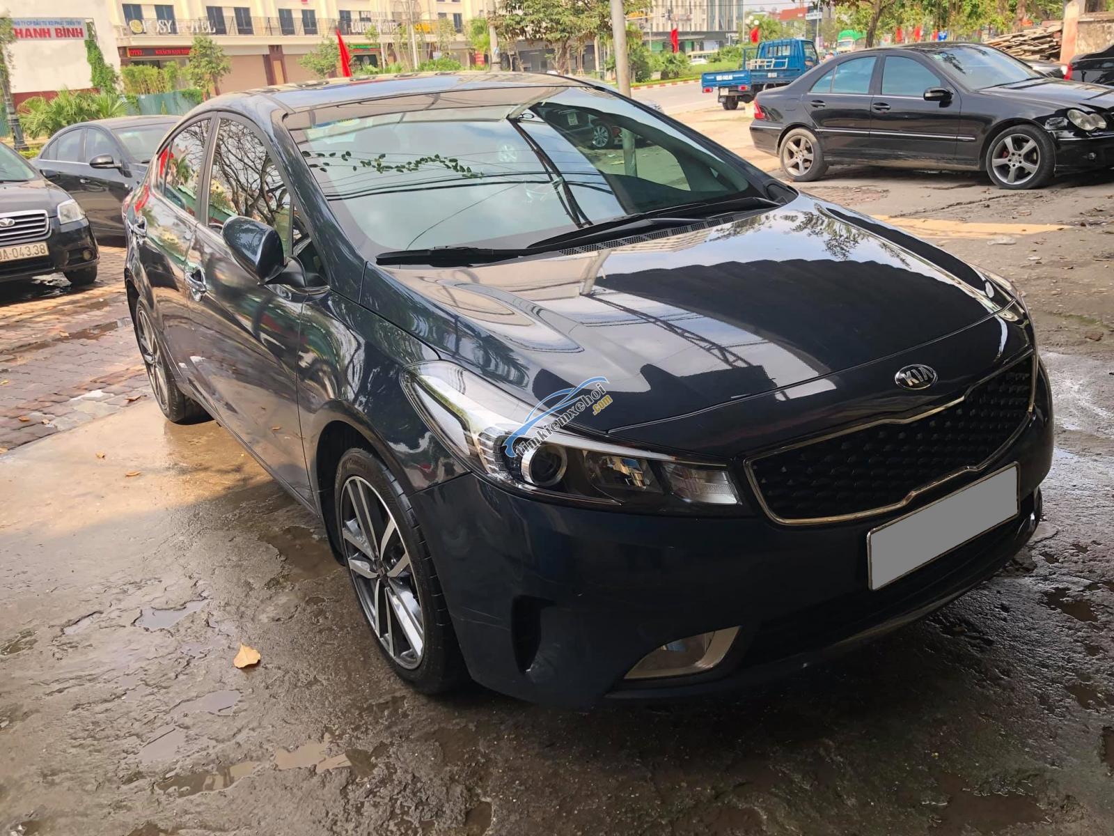 Cần bán xe Kia Cerato 1.6AT 2017 màu xanh đen
