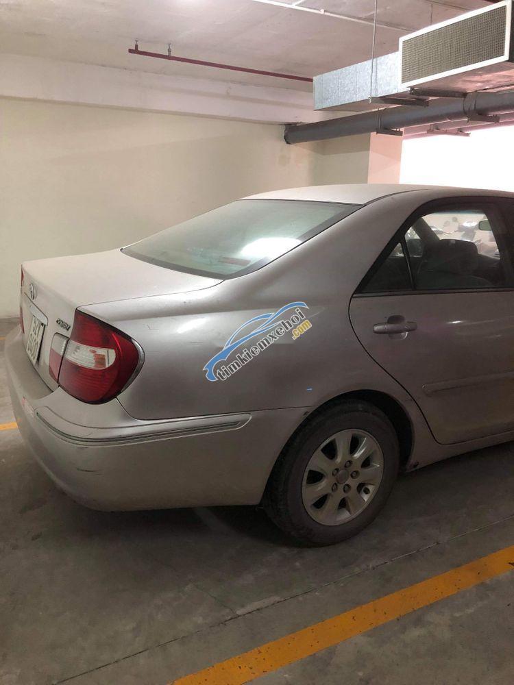 Cần bán gấp Toyota Camry năm sản xuất 2002 số sàn