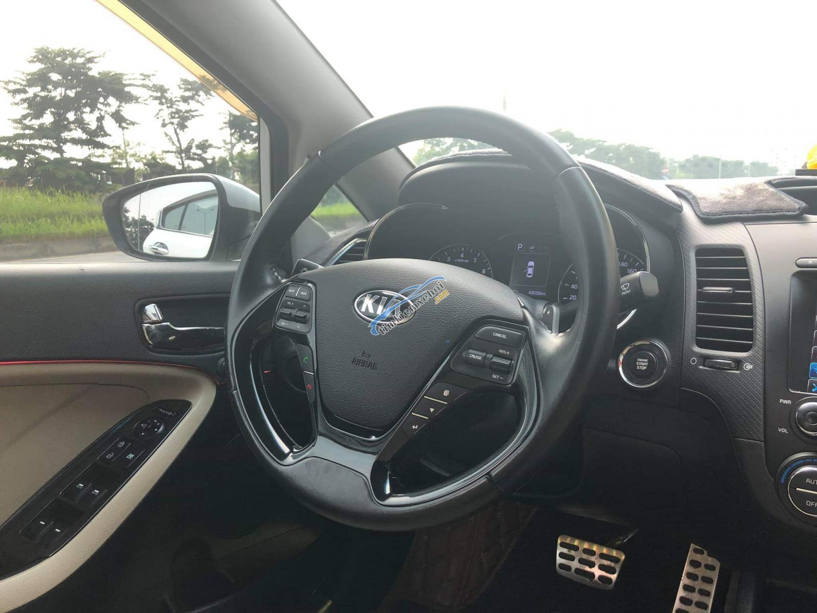 Cần bán Kia Cerato 1.6AT 2016, xe chính chủ từ đầu, đi rất giữ gìn, chạy 4,2 vạn km