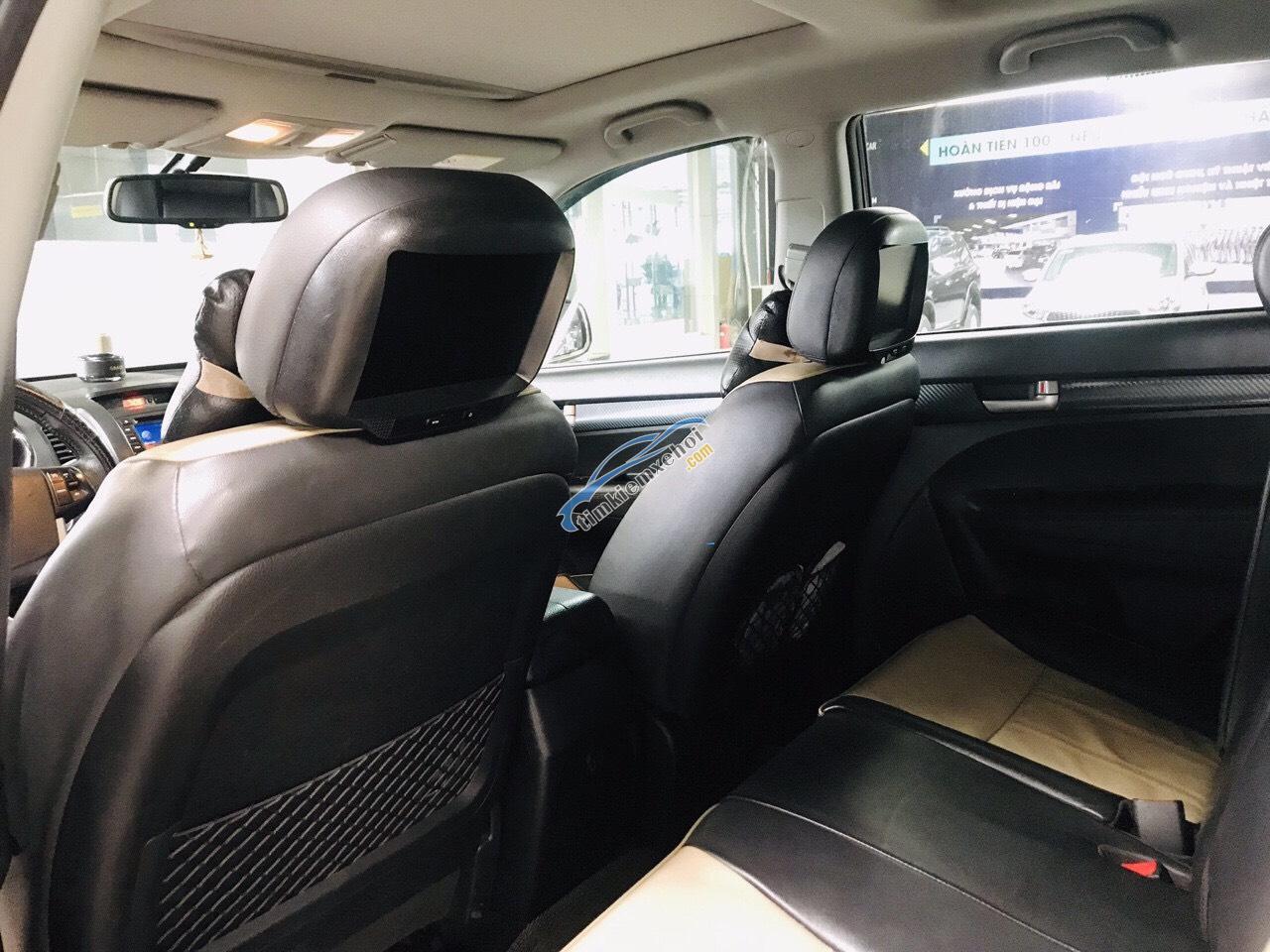 Bán Kia Sorento 2.4AT màu đen VIP số tự động máy xăng sản xuất 2012 biển Sài Gòn, đi 38.000km