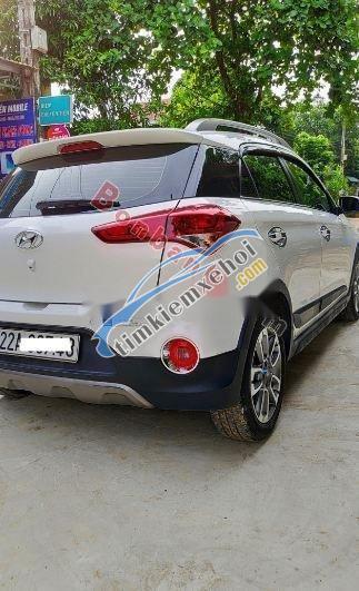 Bán Hyundai i20 Active sản xuất năm 2016, màu trắng còn mới, giá tốt