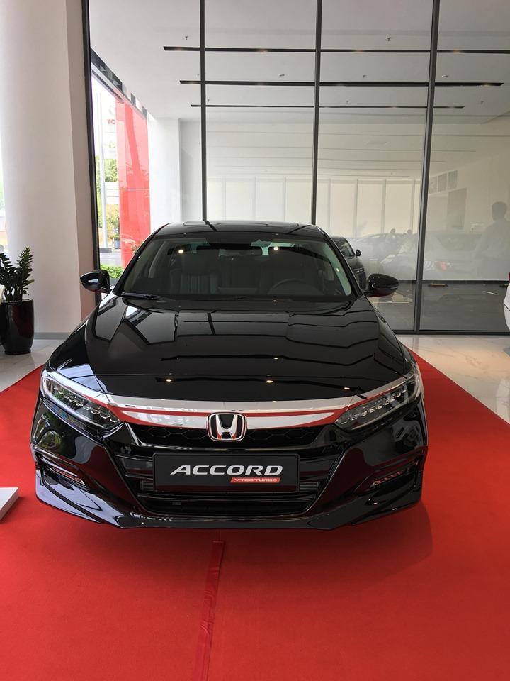 Honda Accord 2019 mạnh mẽ sang trong, giao ngay nhiều ưu đãi
