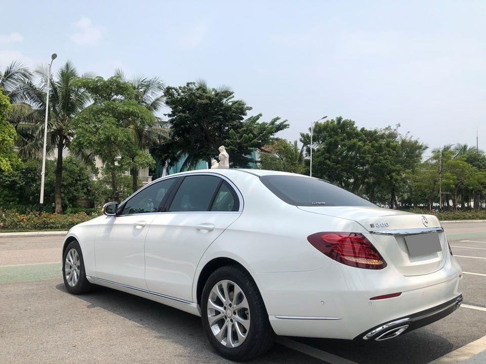 Bán ô tô Mercedes E200 AT đời 2017, màu trắng, xe gia đình