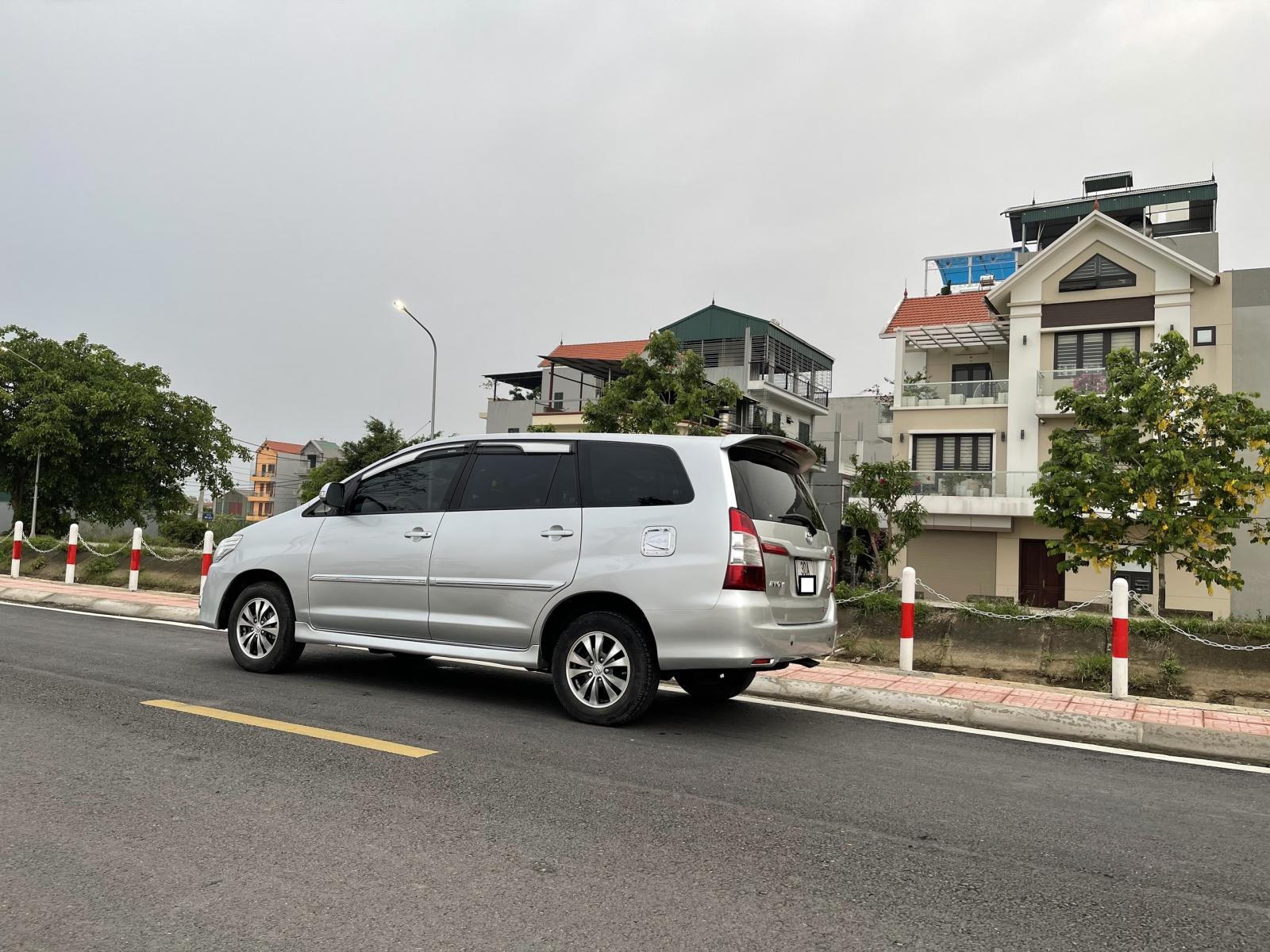 Bán Toyota Innova 2.0E đời 2016, màu bạc