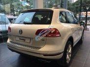 Bán xe Volkswagen Touareg sản xuất 2017 màu trắng, giá 2 tỷ 499 triệu, nhập khẩu, trả góp 0% lãi suất giá 2 tỷ 499 tr tại Hà Nội