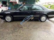Cần bán xe Mercedes-BenzE240 2004, màu đen giá 380 triệu tại Hà Nội