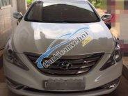 Bán xe Hyundai Sonata đời 2011, màu trắng, đăng ký mới 2012 giá 720 triệu tại Bình Phước