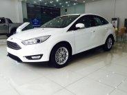 Bán Ford Focus Sedan đời 2018, màu trắng, 615tr giá 615 triệu tại Hà Nội