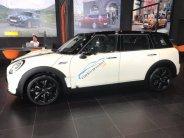 Bán ô tô Mini Cooper Clubman  S đời 2016, màu trắng, xe nhập giá 1 tỷ 999 tr tại Tp.HCM