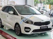 Bán ô tô Kia Rondo 2.0 GMT đời 2018, màu trắng, giá 609tr, trả góp 90 % giá trị xe giá 609 triệu tại Hà Nội