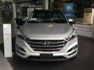 Tucson 2.0 full xăng màu bạc, xe giao liền nhiều quà theo xe giá 838 triệu tại Tp.HCM
