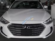 Bán Hyundai Elantra 2018, mua Elantra 1.6MT trắng, xe giao ngay, quà tặng trị giá 20 triệu đồng giá 560 triệu tại Tp.HCM