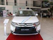 Cần bán xe Mitsubishi Outlander STD đời 2018, màu trắng, hỗ trợ trả góp 80% giá trị xe giá 808 triệu tại Nghệ An