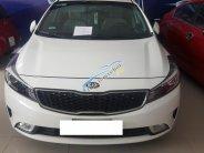 Bán Kia Cerato 1.6MT, màu trắng, đời 2017, xe gia đình ít đi giá 498 triệu tại Tp.HCM