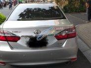 Cần bán lại xe Toyota Camry 2016, màu bạc giá cạnh tranh giá 820 triệu tại Tp.HCM