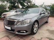 Cần bán xe Mercedes E250 đời 2010 màu xám chính chủ xài kĩ giá 696 triệu tại Tp.HCM