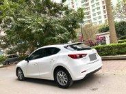 Gia đình cần bán Mazda 3 hatchback 2017, số tự động, màu trắng giá 573 triệu tại Tp.HCM