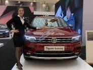 Volkswagen Tiguan Allspace 7 chỗ phiên bản Luxury hoàn hảo màu đỏ. Ưu đãi về giá, giao ngay giá 1 tỷ 849 tr tại Tp.HCM