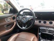 Cần bán xe Mercedes E200 sản xuất 2017, màu trắng số tự động giá 1 tỷ 520 tr tại Tp.HCM