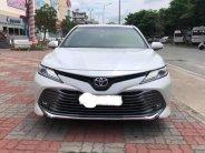 Cần bán xe Camry 2.5Q, sản xuất 2019,màu trắng   giá 1 tỷ 248 tr tại Tp.HCM