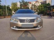 Cần bán gấp Toyota Camry AT đời 2014, màu vàng giá 686 triệu tại Tp.HCM
