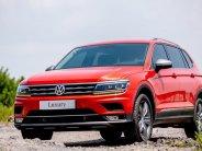 Volkswagen Tiguan Luxury 7 chỗ nhập khẩu nguyên chiếc màu đỏ, ưu đãi phí trước bạ tháng 12 và gói phụ kiện chính hãng giá 1 tỷ 799 tr tại Tp.HCM