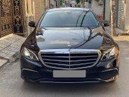 Bán Mercedes E200 màu đen full 2020 chính chủ mua mới giá 1 tỷ 890 tr tại Tp.HCM