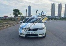 Gia đình cần bán xe Kia Forte AT 2013, màu trắng số tự động