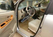 Cần bán Toyota Innova G đời 2011, màu bạc chính chủ