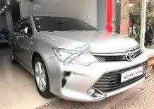 Cần bán gấp Toyota Camry 2.5Q 2015, màu bạc