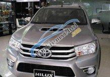 Bán xe Toyota Hilux 2.8G đời 2017, màu bạc